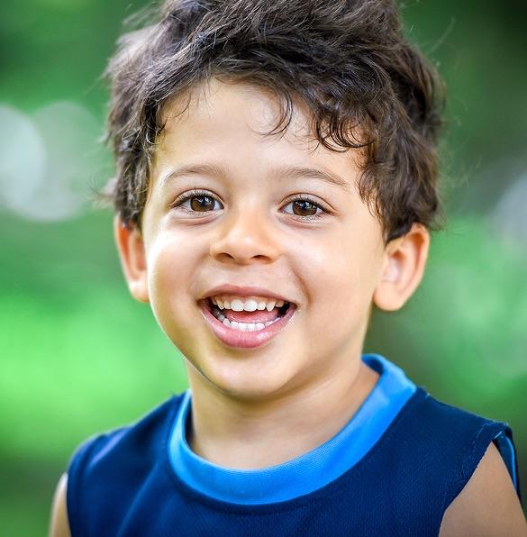 Autismo - O que é - menino com autismo