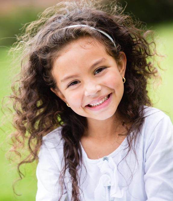 Autismo - O que é - Menina sorridente